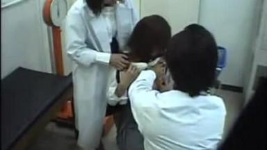 可爱女高中生被体检医生玩弄