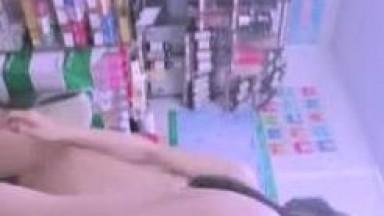 【重磅推荐】知名Twitter户外露出网红FSS冯珊珊和妹子一起挑战全裸便利店购物 小老板看了一脸懵逼
