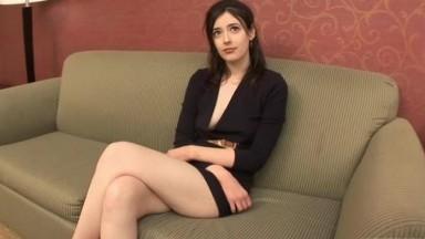 性感身材混血气质美女模特酒店SOLO身材健壮野兽般巨屌光头黑人看一眼美女就激动不已受不了了