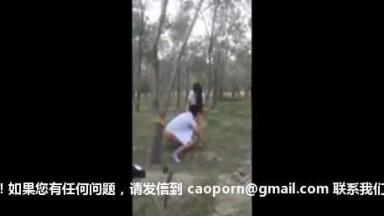 新疆维吾尔族美女野外打炮 01